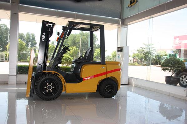 xe-nang-chay-dau-diesel-TEU-Ha-Noi