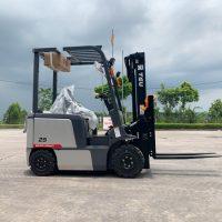 Xe nâng điện Teu – Giải pháp dành cho kho hàng khép kín